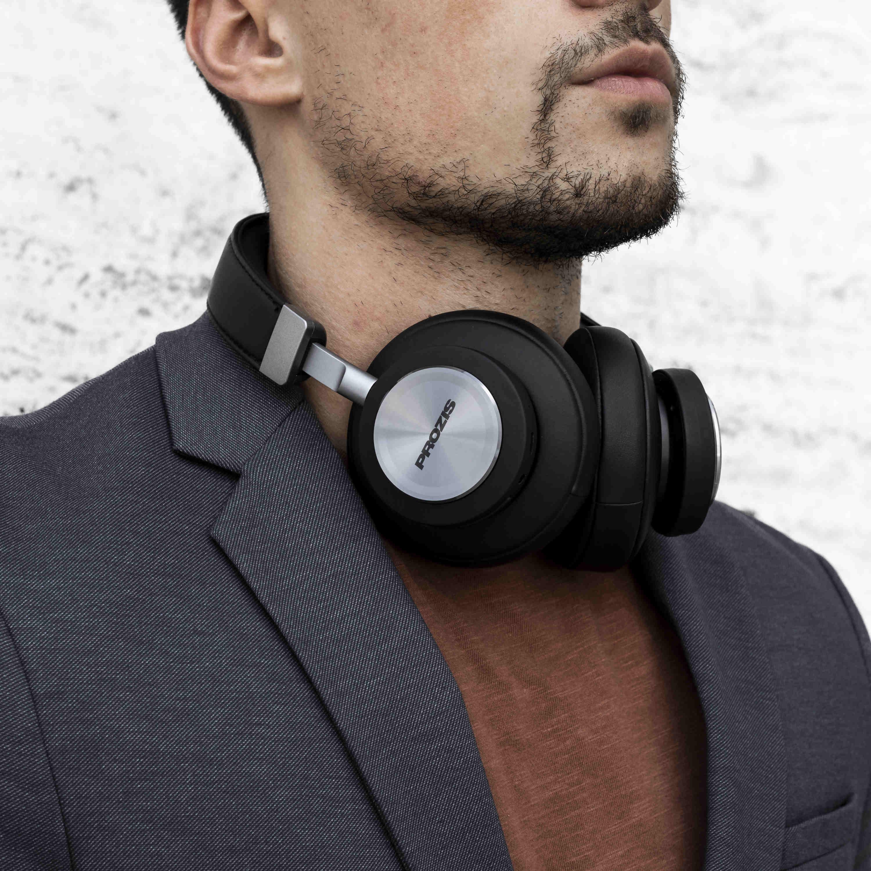 Hasil gambar untuk noise-cancelling headphones