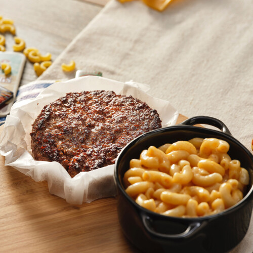 American Grilled Beef Burger with Mac&Cheese